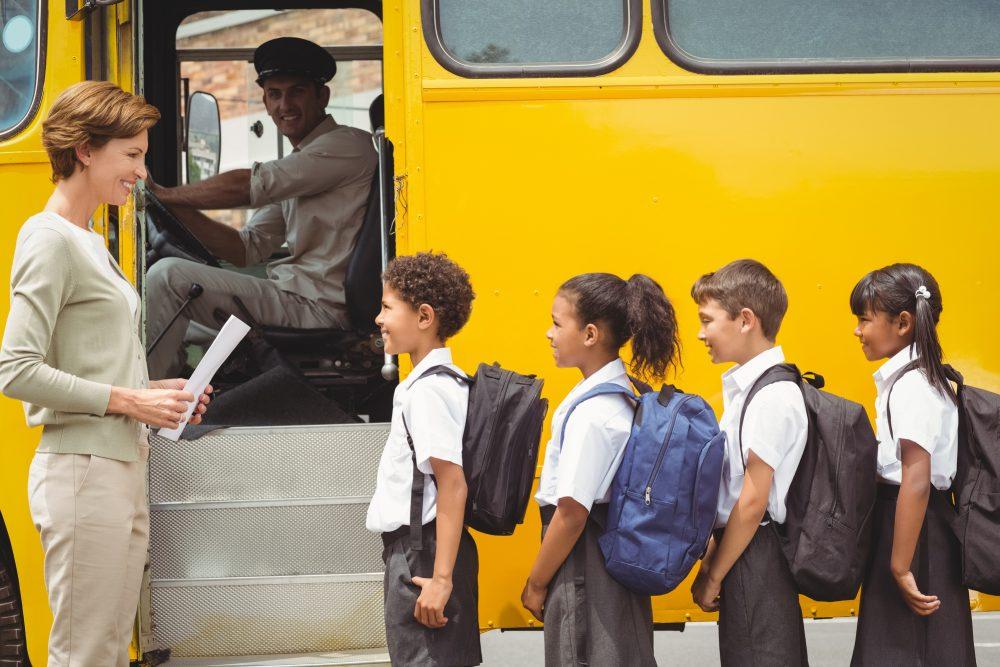 Qué cuidados se deben tener al llevar a los niños en el carro. Hábitos al volante que protegen la vida de nuestros hijos