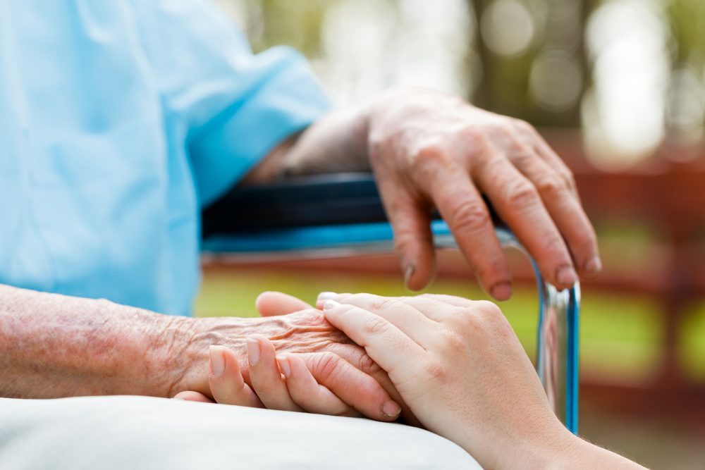 Las virtudes y efectos positivos que ofrece el cuidar de alguien más