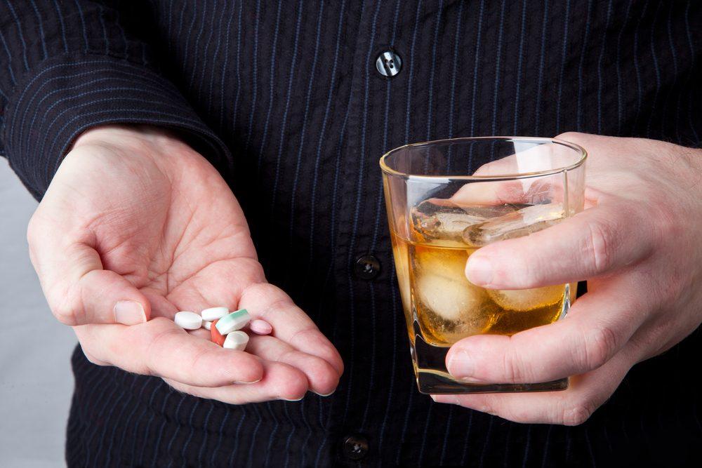 se puede beber alcohol si tomas ibuprofeno