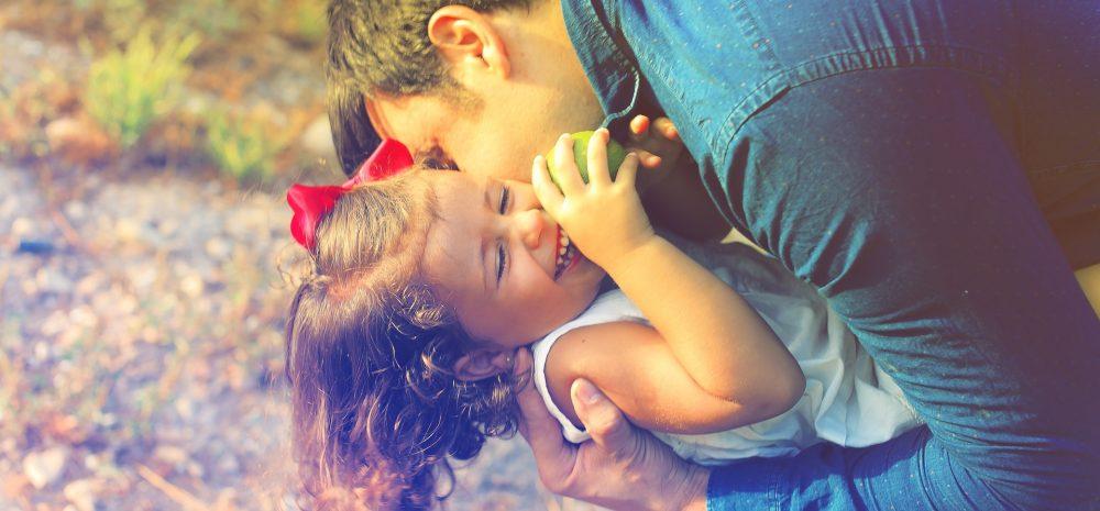 Cómo educar a mis hijos, no eduques a tu hijo para alcanzar la felicidad, edúcalo para ser libre - Phrònesis elartedesabervivir.com