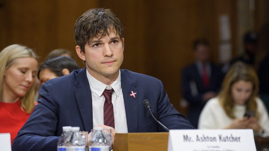 Ashton-Kutcher-actor-lucha-garantizar-niñez-feliz-superación-phronesis-arte-de-saber-vivir