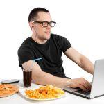 Siete cosas que nos hacen comer más de la cuenta