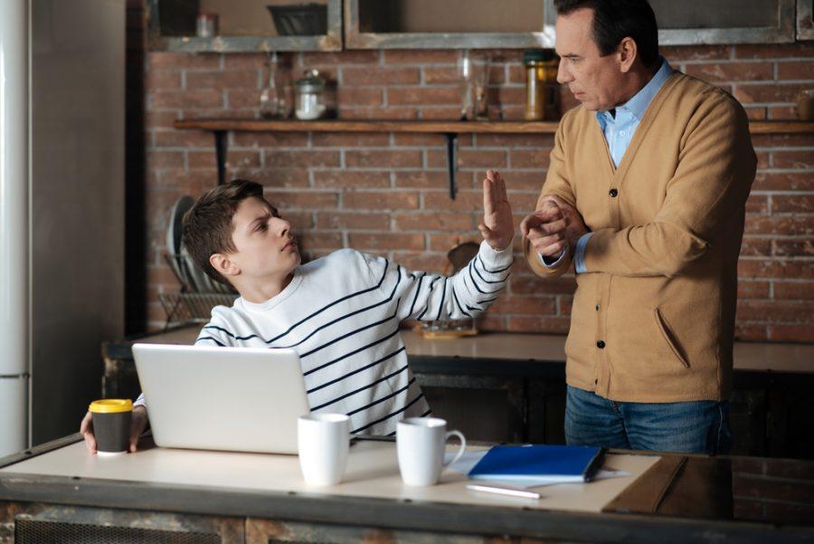 ¿Sabes cómo manejar los conflictos con tu hijo adolescente?