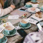 Comparte una buena taza de café con quien quieras de verdad