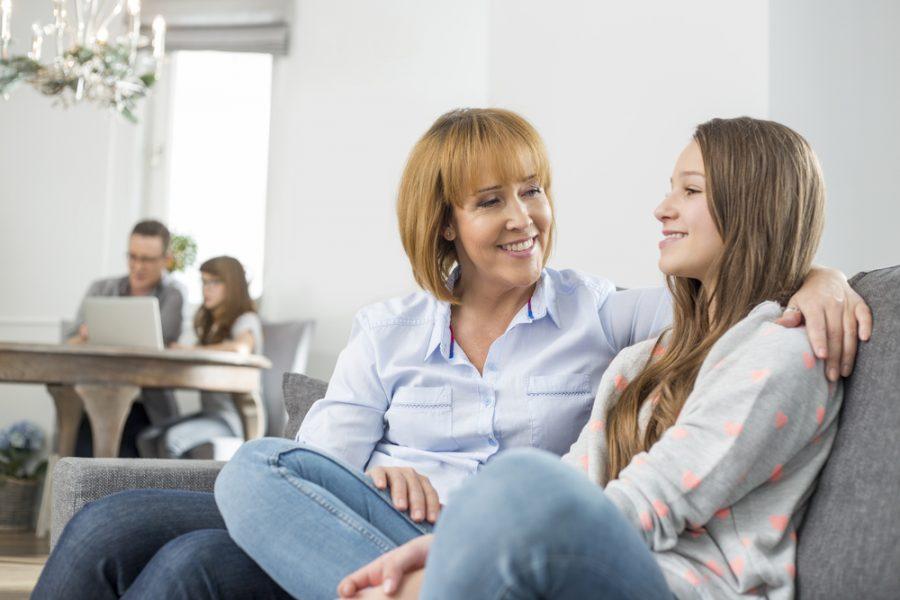 Así puedes ayudar con la confianza de una chica adolescente