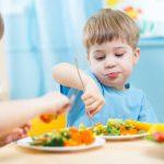 ¿Cómo hago para que mi hijo coma frutas y verduras?