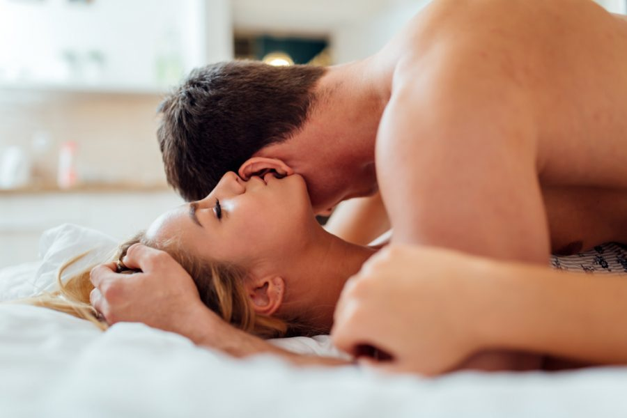 Masturbación en pareja, una práctica para conocerse en la cama
