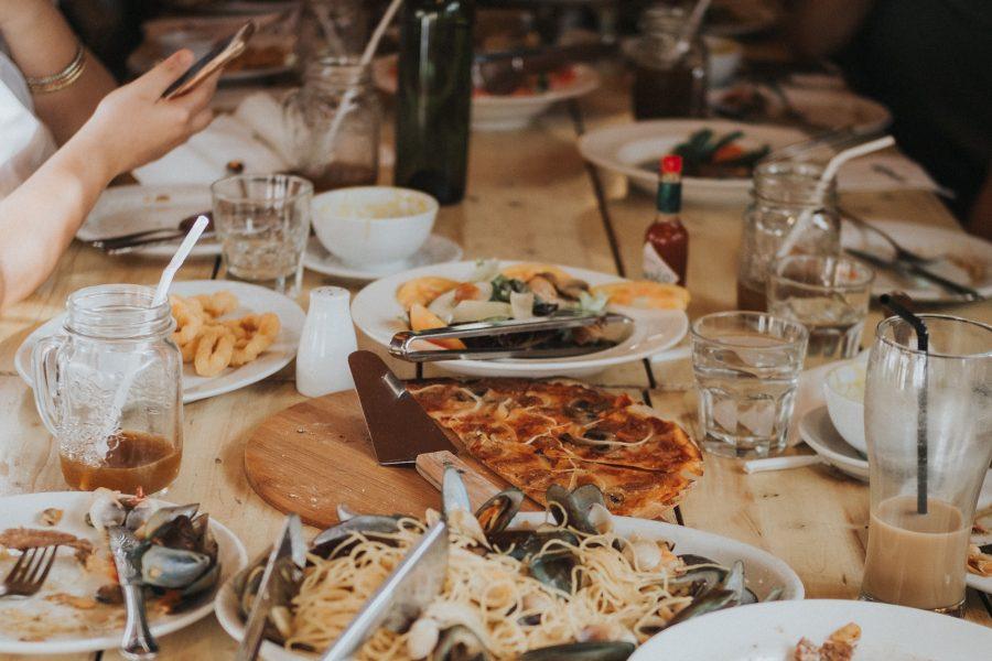 Si tengo que comer fuera de casa, ¿cómo me alimento bien? 8 recomendaciones para aprender a elegir