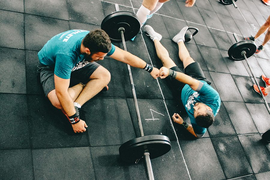 por-que-necesitas-a-un-entrenador-a-la-hora-de-ejercitarte-salud-bienestar-ejercicio-phronesis
